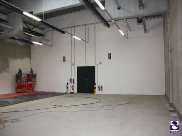 Coating in an industrial hall
